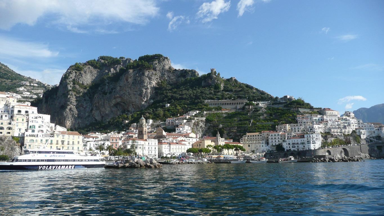 イタリア・アマルフィより帰国。 観光だけなら半日で終わる町に移動日+丸4日ほど滞在し、峻厳な山々